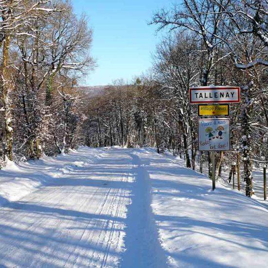 tallenay en hiver, village sous la neige