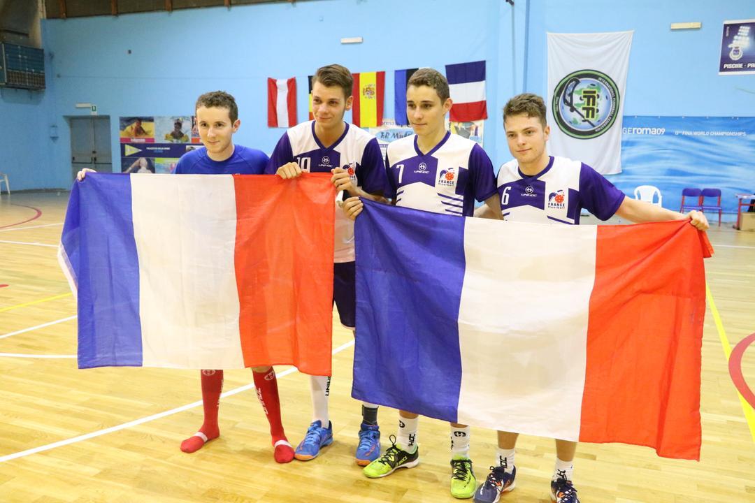 Quatre jeunes floorballers en Italie
